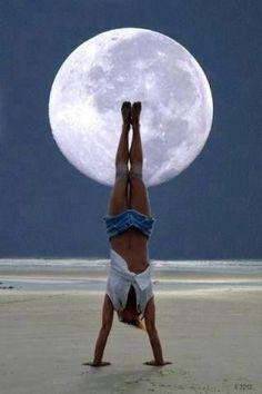 Buona serata a tutti... alla luce del plenilunio! #iniziod'estate #bellaserata #yoga