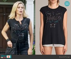 Claire's Unrivalled panther graphic tee on Modern Family.  Outfit Details: https://wornontv.net/80716/ #ModernFamily