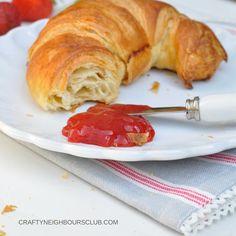 Was ist ein Frühstück, ohne Marmelade! Am besten schmeckt sie uns selbstgemacht! Unsere 6 Tipps für die perfekte Erdbeermarmelade und ein köstliches Rezept, gibt es im Blog!