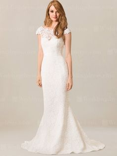 Extravagant and chic, this Lace wedding dress is perfect for the bride who wants a chi and sophisticated dress.