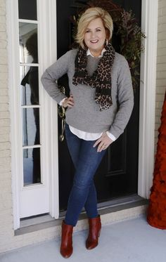 Mixing classic clothing with trendy clothing can extend your wardrobe. This classic cashmere sweater looks great with a trendy leopard print scarf. Fashion Over Fifty, Fashion For Women Over 40, 50 Fashion, Look Fashion, Autumn Fashion, Fashion Outfits, Fashion Bloggers Over 40, Workwear Fashion, Fashion Blogs