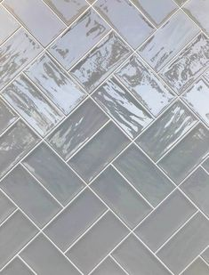 Grey Gloss Kitchen, Grey Kitchen Tiles, Kitchen Splashback Tiles, Brick Wall Kitchen, Subway Tile Kitchen, Condo Kitchen, Kitchen Dining, Kitchen Remodel, Brick Tiles Bathroom