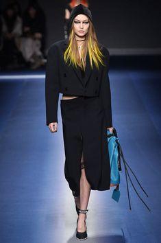 Gigi Hadid - Versace -  Fall 2017 Ready-to-Wear