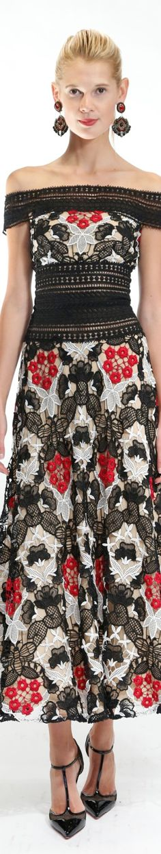 Haute in Puerto Rico / NAEEM KHAN RESORT 2O17 Fashion Moda, Red Fashion, White Fashion, Fashion 2017, Runway Fashion, Fashion Trends, Lace Dress, Dress Up, Flower Dresses