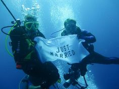 Just Married underwater photo- WE MUST DO THIS!hahah