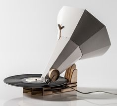 Jónófón Gramophone by Jón Helgi Hólmgeirsson ... I wonder how it sounds, Emmy D'
