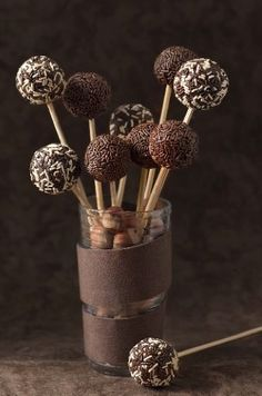 para Cakepops Roll these in Javita coffee! Just add these in Javita coffee! Just add Chocolate Cake Pops, I Love Chocolate, Chocolate Heaven, Chocolate Shop, Chocolate Lovers, Chocolate Lollipops, Chocolate Sprinkles, Chocolate Dreams, Chocolate Delight