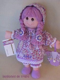 Muñeca de trapo lila