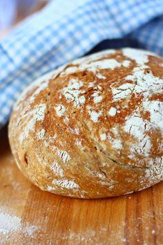 Helppo kattilaleipä/pataleipä - Suklaapossu Baking, Eat, Drinks, Drinking, Beverages, Bakken, Drink, Bread, Backen