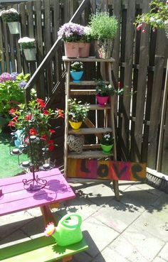 Painter's ladder with flowers in the garden #inspiration #idea #cute #recycle