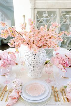 Pink Peony Easter Table - super simple Easter table with faux pink peonies, cherry blossoms and pretty floral plates. This table is a show stopper! Easter Table Decorations, Decoration Table, Easter Decor, Table Centerpieces, Beautiful Table Settings, Spring Home Decor, Pink Peonies, Cheap Home Decor, Elegant Home Decor