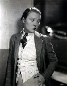 Film Noir Photos: Adventures in Androgyny: Dorothy Mackaill Hollywood, 1930s Fashion, Vintage Fashion, Belle Epoque, Outfit Vintage, Vintage Lesbian, Flapper Girls, Drag King, New Years Eve Outfits