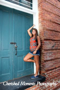 Cherished Moments Photography <3 senior photography pose, girls, teen, photo session idea, downtown