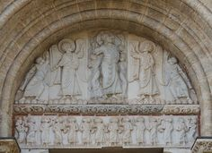 Tympanum of Miègeville's gate in Basilica St. Sernin in Toulouse: The tympanum represents the ascension of Jesus Christ The impost represents grapevine The lintel represents the Twelve Apostles.