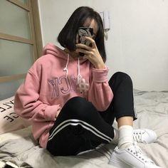 Korean Fashion – How to Dress up Korean Style – Designer Fashion Tips Korean Girl Fashion, Korean Street Fashion, Ulzzang Fashion, Kpop Fashion, Style Ulzzang, Ulzzang Girl, Korean Short Hair, Western Girl, Fashion Outfits