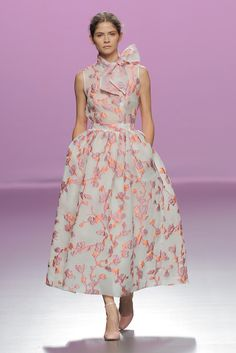 Derby Outfits, Girl Outfits, Party Looks, Flower Skirt, Party Skirt, Vogue Fashion, Runway Fashion, Floral Blouse, Rock