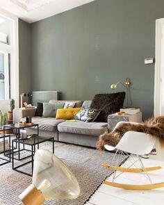 Natuurlijk wonen; een vleugje groen in huis | Mrwoon Living Room Green, Home Living Room, Living Room Designs, Living Room Decor, Living Room Inspiration, Interior Inspiration, Inspiration Design, Home Fashion, House Design