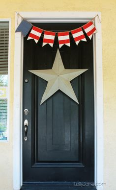 DIY 4th of July front door decor: bunting (tutorial in link) and giant store, cheap and easy! #4thofJuly #bunting