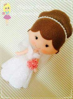 Noivinha Felt Crafts Dolls, Felt Dolls, Felt Patterns, Stuffed Toys Patterns, Handmade Crafts, Diy And Crafts, Felt Stories, Wedding Doll, Felt Fairy