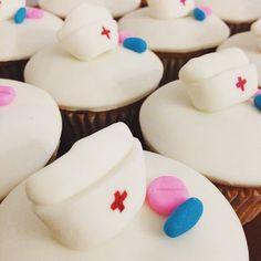 Gracias por cuidarnos cuando más lo necesitamos! Feliz Día enfermer@s! 😷💊🏥❤️ #chefpaosepu #cupcakes #nursecupcakes #pastry #pasteleria #pasteleriabogota #bake #nurse #happynursesday #nursesday #felizdiadelaenfermera #enfermera #enfermero Nurse Cupcakes, Nursing Graduation Cakes, Happy Nurses Day, Student Binders, School Application, Nursing Students, 3d Printing, Baking, Desserts