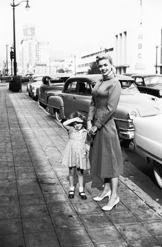 Jayne Mansfield with her first daughter Jayne Marie 1950's