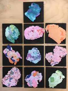 Papier maken Het resultaat, gelijmd op een geschilderd plankje.