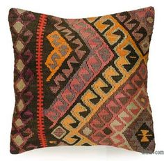 Decorative hand woven pillow cover made of years old Turkish kilim fragments backed with cotton cloth. Kilim Pillows, Kilim Rugs, Throw Pillows, Hand Knotted Rugs, Hand Weaving, Ikat Fabric, Geometric Pillow, Cushion Covers, Pillow Cases