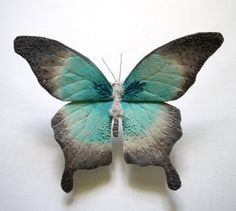 Textile Moth and Butterfly Sculptures by Yumi Okita textiles sculpture moths insects butterflies Sculpture Textile, Soft Sculpture, Textile Art, Custom Embroidery, Embroidery Art, Textiles, Art Papillon, Colorful Moths, Grandeur Nature