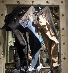 앞, 뒤의 컬러가 다른 투톤 형태의 독특한 진 @에비뉴엘 롯데월드타워점 JEAN SQUARE
