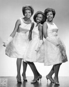 The Dixie Cups - girl group from the 1960's The Dixie Cups, Woman Singing, Beatles Love, Women Of Rock, 60s Music, Women In Music, Rockn Roll, Rhythm And Blues, I Love Music