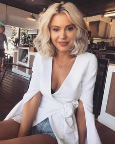Ideas for excellent looking hair. An individual's hair is without a doubt what can easily define you as a man or woman. To a lot of individuals it is important to have a fantastic hairstyle. Lob Hairstyle, Cool Hairstyles, Blonde Balayage, Blonde Hair, Hair Inspo, Hair Inspiration, Short Hair Cuts, Short Hair Styles, Short Curled Hair