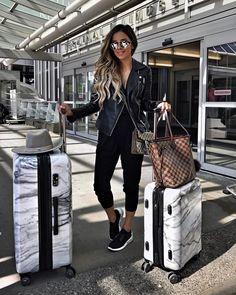 Headed to warmer weather.  #ootd #airportfashion #miamiaminetravels