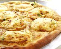 Pizza au chèvre et au miel  My favorite :D