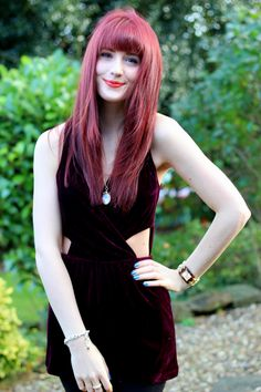 ***Sprinkle Of Glitter*** Uk Fashion, Vintage Fashion, Fashion Outfits, Red Hair With Bangs, Sprinkle Of Glitter, Hairstyles With Bangs, Makeup Looks, Personal Style, Feminine