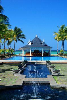 De ultieme honeymoon bestemming: Mauritius! Op dit prachtige tropische eiland zijn ontelbaar veel luxe 5***** resorts te vinden waar je heerlijk van het land kan genieten ✨ https://ticketspy.nl/deals/droomreis-10-dagen-mauritius-5-resort-halfpension-en-met-emirates/
