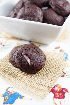 Bouchon Bakery-Style Double Chocolate Cookie Bites from Price / Patty's Food Double Chocolate Chip Cookies, Chocolate Cookie Recipes, Chocolate Desserts, Chocolate Cake, Roll Cookies, Cookie Bars, Bar Cookies, Patty Food, Chocolate Dreams