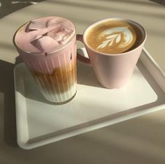 Discovered by Patty. Find images and videos about pink, food and aesthetic on We Heart It - the app to get lost in what you love. Aesthetic Coffee, Aesthetic Food, Aesthetic Indie, Aesthetic Pastel, Coffee Cafe, Coffee Drinks, Korean Cafe, Enjoy Your Meal, Café Chocolate