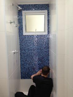 colando pastilha sobre azulejo com adesivo spray http://oazulejista.blogspot.com.br/2013/11/como-colar-colocaraplicar-pastilha-de.html#axzz2l1t4kjRh