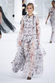 Chanel Spring 2021 Ready-to-Wear Collection - Vogue Fashion Week Paris, Chanel Fashion, Fashion Beauty, Womens Fashion, Runway Fashion, Fashion News, Fashion Show, Fashion Trends, Primavera Chanel