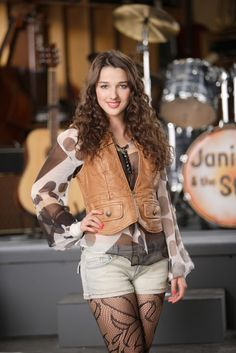 Annie Clark is so pretty👍👌😆😆😍 Annie Clark, My Crush, Leather Jacket, Celebs, Actresses, Blazer, Pretty, Pictures, Beautiful