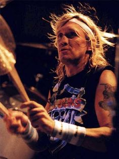 Drummerworld: Nicko McBrain
