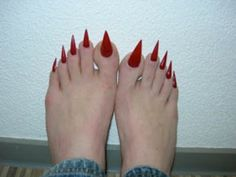 red pointed toe nails