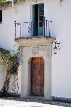 Spanish Colonial Revival entrance-way. Spanish Exterior, Spanish Colonial Homes, Spanish Bungalow, Spanish Style Homes, Spanish Revival, Spanish House, Spanish Architecture, Colonial Architecture, Iron Balcony