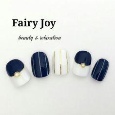 ネイル 画像 Fairy Joy 生駒 1574408 ネイビー 白 ゴールド ストライプ 変形フレンチ オフィス オールシーズン その他 ソフトジェル ハンド ショート