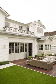 model de balustrada balcon, culoare fatada cu lambriu si acoperis
