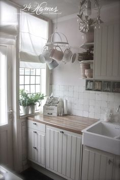Love the small hanging rack, its perfect for this corner and the small-paned window is wonderful (Vintage Top Shabby Chic) Cottage Kitchens, Home Kitchens, Small Kitchens, Style At Home, Cozinha Shabby Chic, Grey Cupboards, Cuisines Design, Shabby Chic Homes, Shabby Chic Ikea