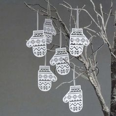 Mitten Christmas Tree Decorations are Made from Paper #christmas #papercrafts trendhunter.com