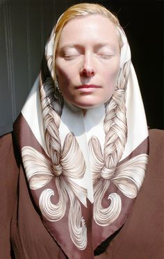 Hair on a Silk Headscarf, Hermes / Tilda Swinton Tilda Swinton, Tv Movie, Movies, Fashion Business, Actrices Hollywood, Scarf Design, Turbans, Headscarves, A Boutique