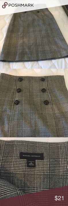"Banana Republic Houndstooth Stretch Skirt Banana Republic black & white houndstooth stretch lined skirt. 98% wool, 2% elastane. Has a smidge of pilling but you can only see it up close. Side zipper. The buttons are for decoration only. High waist. 14"" waist, 17"" hips, 25.5 length. Great for the office! Banana Republic Skirts"