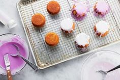 Tired of Plain Jane Cupcakes? Try This Simple Trick to Make Them Special Again Best Dessert Recipes, Cupcake Recipes, Fun Desserts, Cookie Recipes, Bundt Cakes, Cupcake Cakes, Cupcakes, Food Hacks, Baking Hacks
